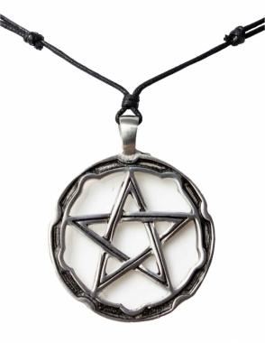 Halskette mit großem Pentagramm