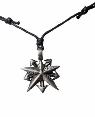 Halskette mit Anhänger Stern