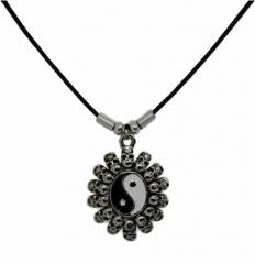 Halskette mit Yin Yang Totenkopfmotiv