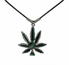 Kette mit grünem Hanfblatt Motiv