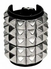 5 Reihen Pyramidennieten Armband