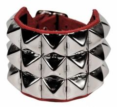 Rotes Armband Pyramidennieten